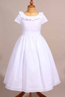 Tenue de communion en plumetis blanche