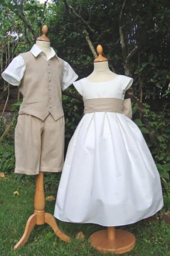 Tenue d'enfants d'honneur en lin beige et blanc