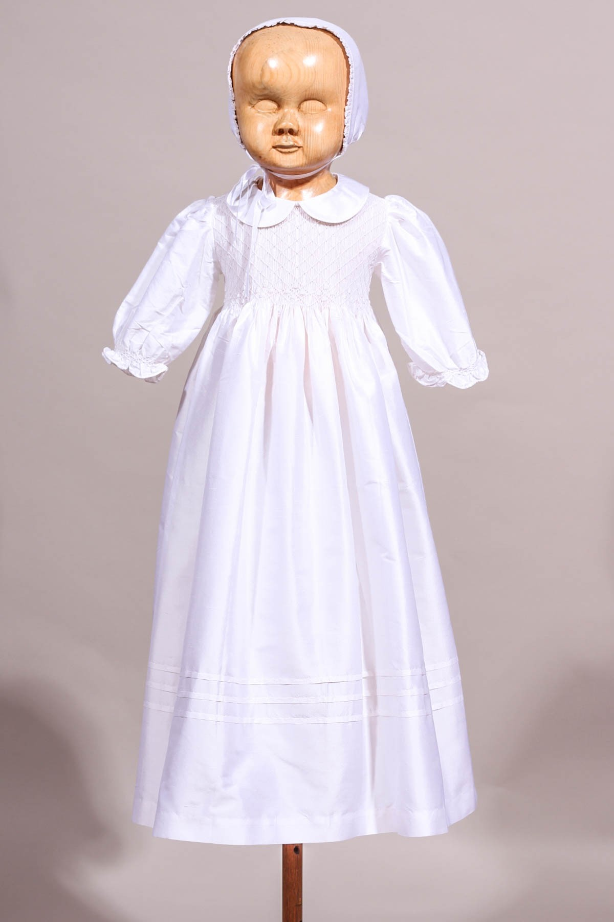 bf57c4afcfd5e Robe de baptême à smocks en soie sauvage